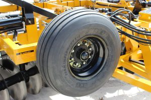 F15 Double Offset Tandem Disc Harrow optional spare tire spindle and hub and mount